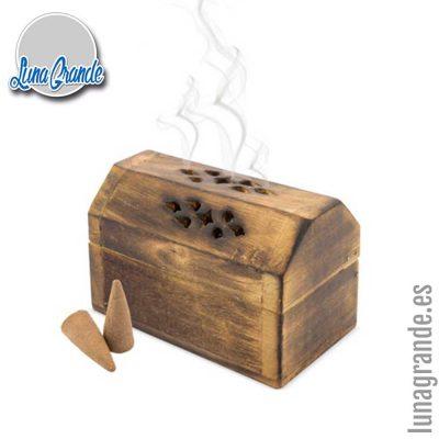 Cofre de madera con incienso cono vainilla