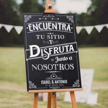 Cartel Sitting Plan de boda con el texto- Encuentra tu sitio y disfruta junto a nosotros