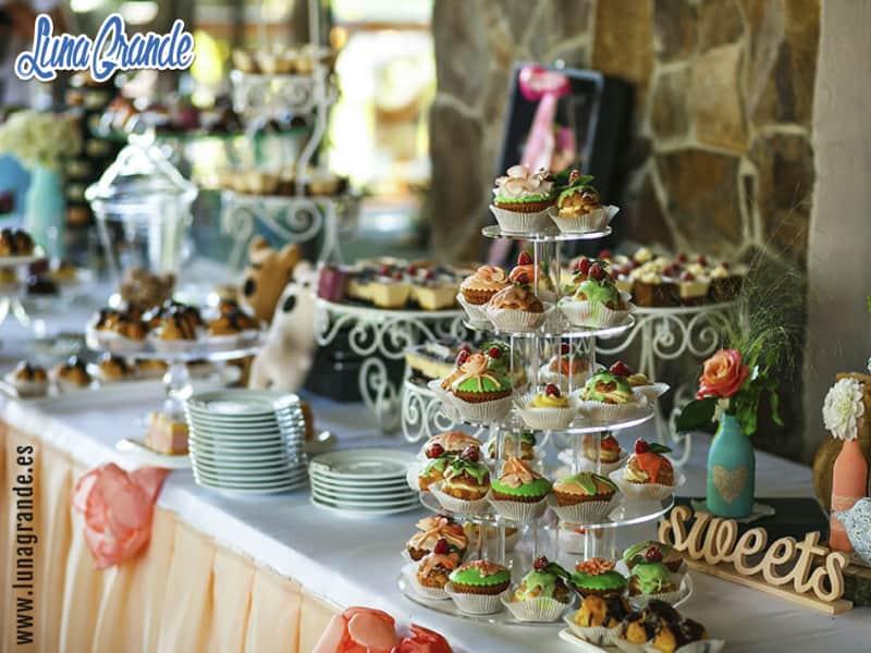 Mesas dulces - torre de cupcakes para Bautizos