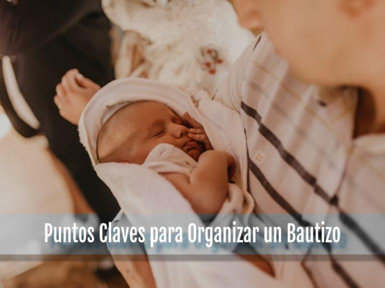 Niño en su bautizo en manos de su padrino