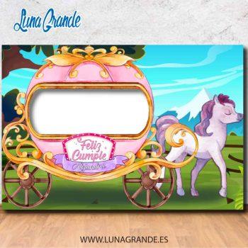 Photocall de cumpleaños con diseño de Carruaje con caballo