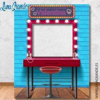 photocall con el diseño del espejo de un camerino