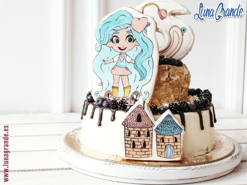 Tarta de cumpleaños decorada para niña