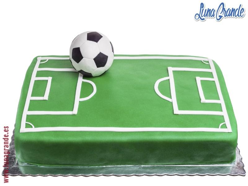 tarta de cumpleaños con forma de campo de fútbol